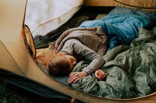 Teltta ja makuupussi
